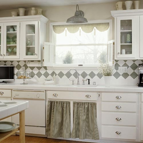 Simple Kitchen Sink Cabinet: Even This Simple Sink Looks So Pretty With The Accents Of Silver/grey All Over The Place