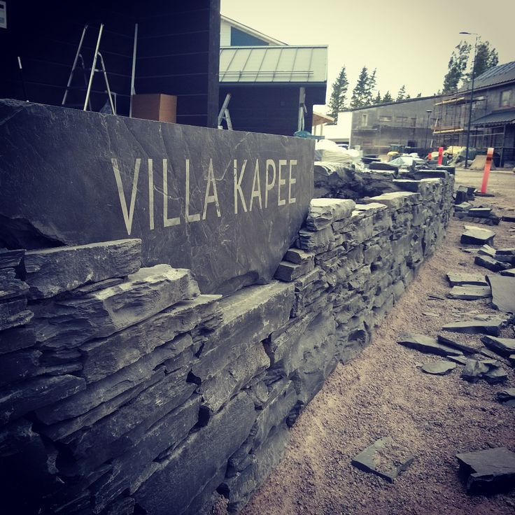 Start to be ready, brick wall, Villa Kapee, oriveden musta