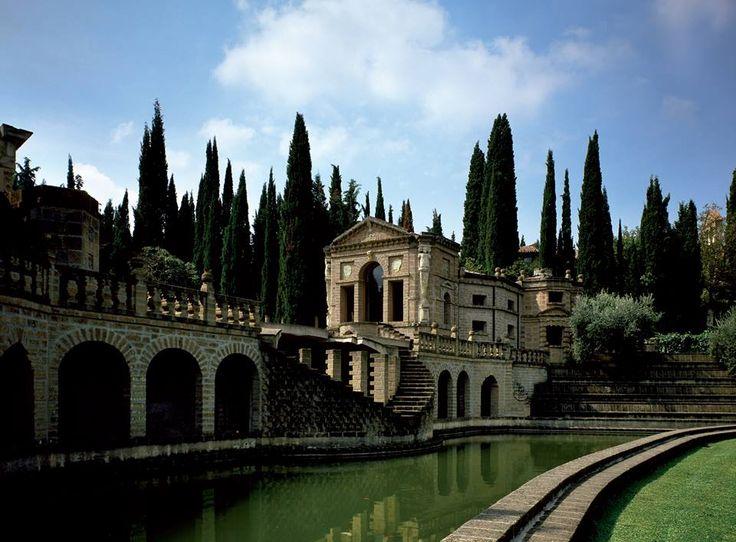 La Scarzuola, in Umbria, città-teatro, concepita e costruita tra il 1958 e il 1978 dall'architetto Tomaso Buzzi sul tema della città ideale.