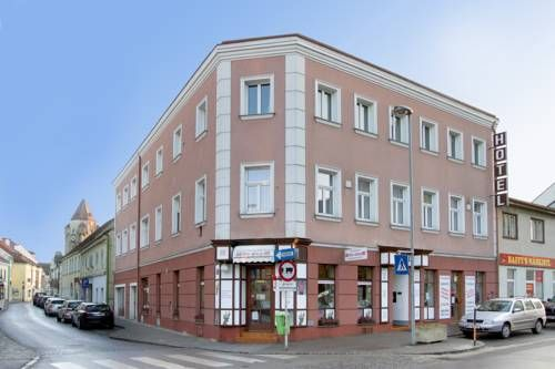 Hotel zur Sonne Korneuburg Hotel zur Sonne is located right in the centre of Korneuburg, a 5-minute walk from the train station which provides direct connections to Vienna. It offers free WiFi and en-suite rooms with satellite TV.