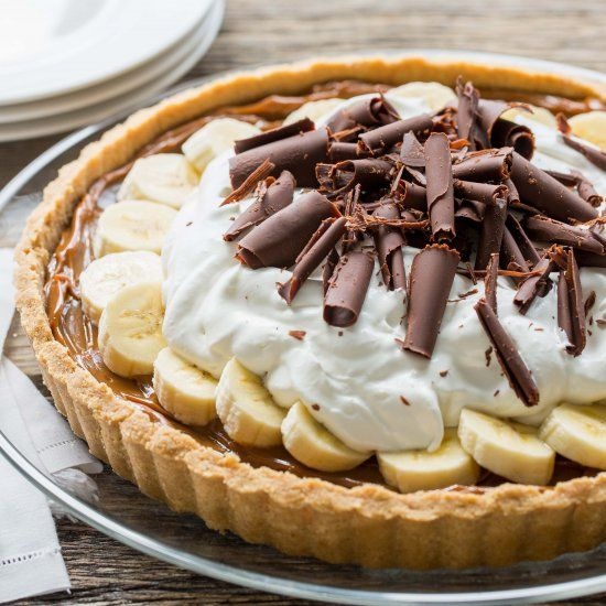 Banoffee Pie (Banana-Toffee) Caramel, Bananas, Chocolate and Whipped Cream piled in a simple crust - an English favorite!