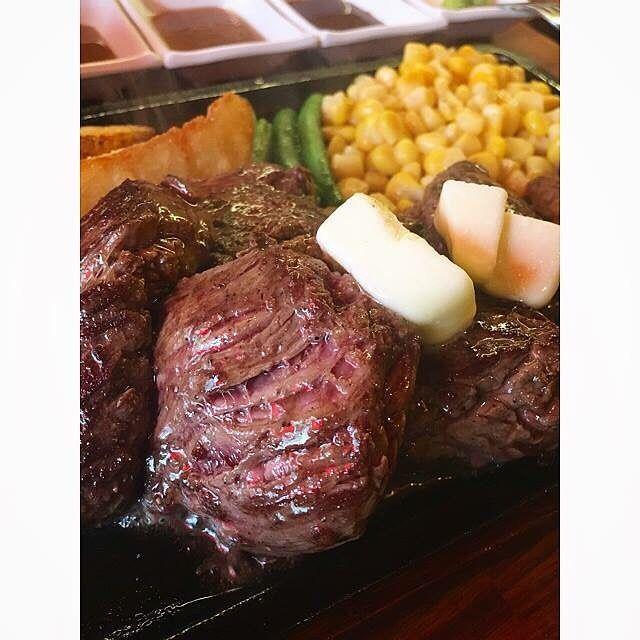 . ひたすら肉の写真を垂れ流す。 . 美味しゅうございました。 . #ミスターデンジャー錦糸町店  #ミスターデンジャー #デンジャーステーキ #デンジャーステーキ400g  #錦糸町 #肉は正義 #肉