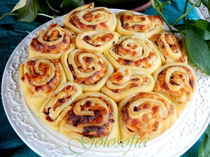 Torta delle rose salata con mortadella e formaggio