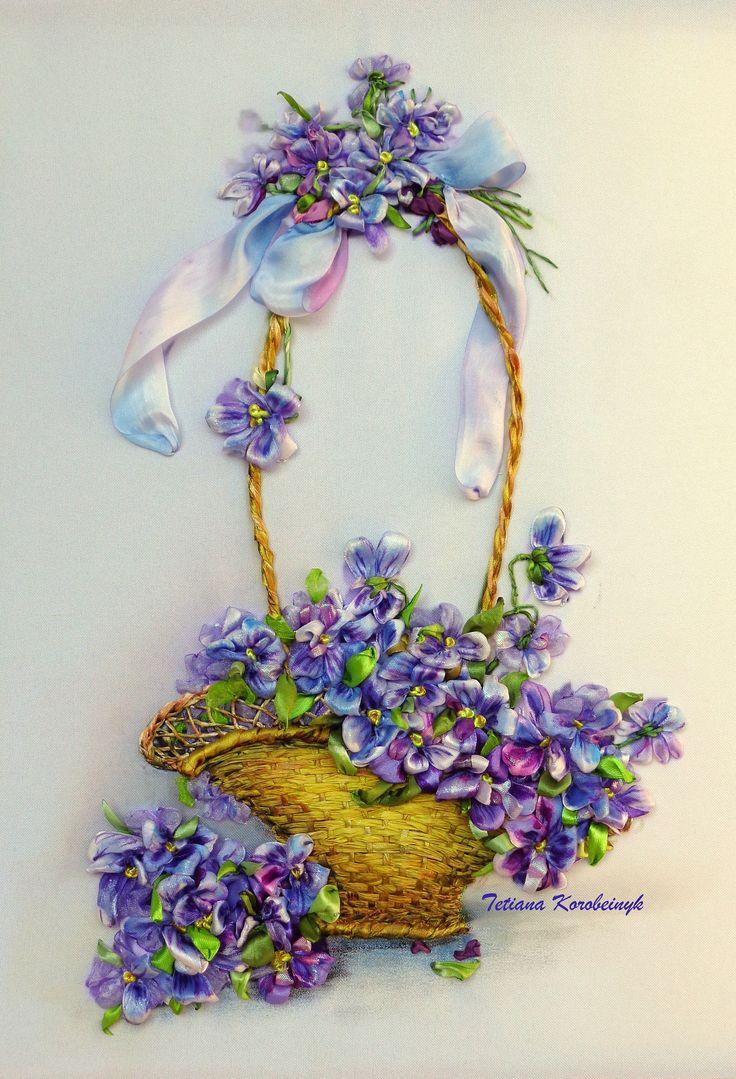 Violette in cestino quadro ricamato con nastro ricamo  con