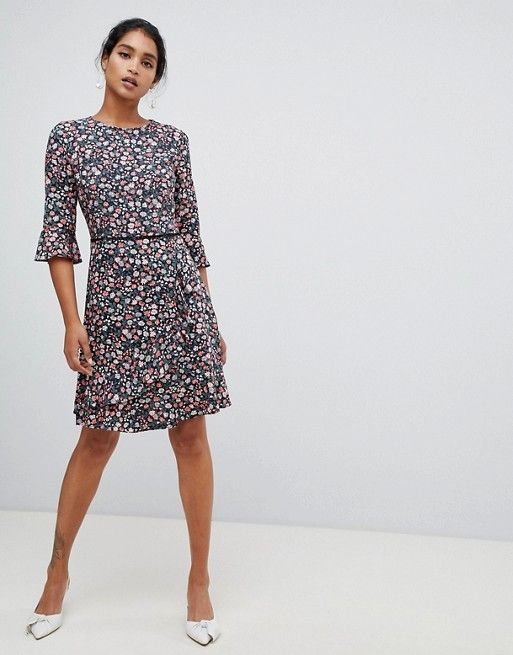 7c3b2ab3f61 Oasis tea dress with flute sleeves in ditsy floral print