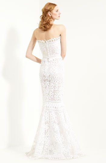 Oscar de la Renta Battenburg Lace Trumpet Gown #wedding