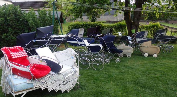 Des weiteren bieten wir ein breites Spektrum an praktischen Zubehör für Ihren Nostalgie Kinderwagen wie Sportwagenaufsätze, Sicherungsgeschirre, Fußsäcke, Ablagekörbe, Sonnenschirme, Lederriemchen, Riemchen, Bremsgummis, Regenschutzverdecke usw.  an.                                                                                                                                                                                 Mehr