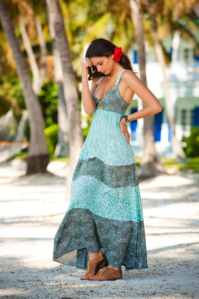 hermoso vestido y sandalias de verano