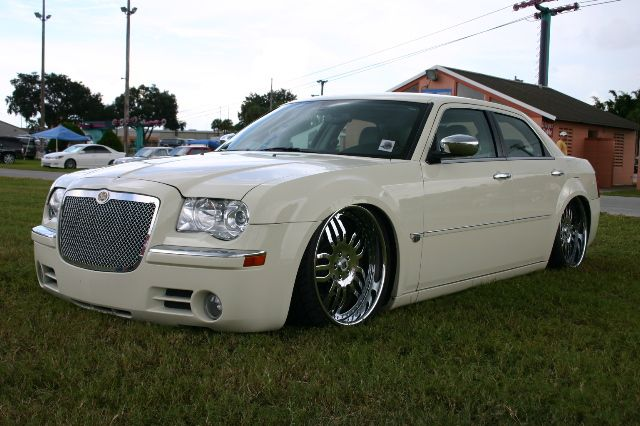 chrysler 300 car expensive luxury car in the world of