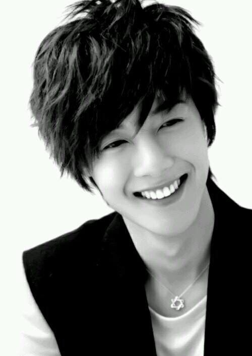 Kim Hyun Joong 김현중 ♡ black & white ♡ smile ♡ Kpop ♡ Kdrama ♡