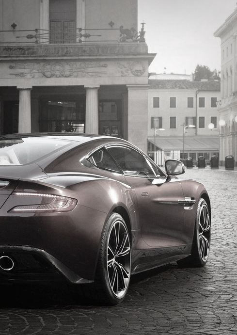Aston Martin V12 Vanquish- makes the DB9 look like a dinky toy! LOVE IT!!!