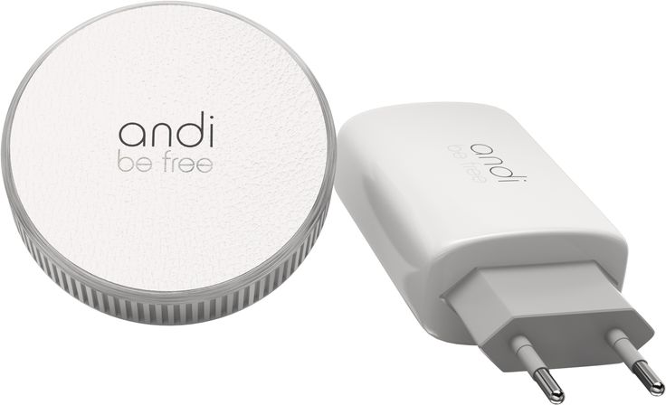 The andi wireless travel charger presents itself fascinating and practical. On your travels as a loyal attendant, it ensures wireless charging of your indispensable smartphone. At the same time it provides a secure hold.