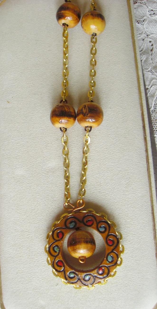 vintage mod wooden necklace