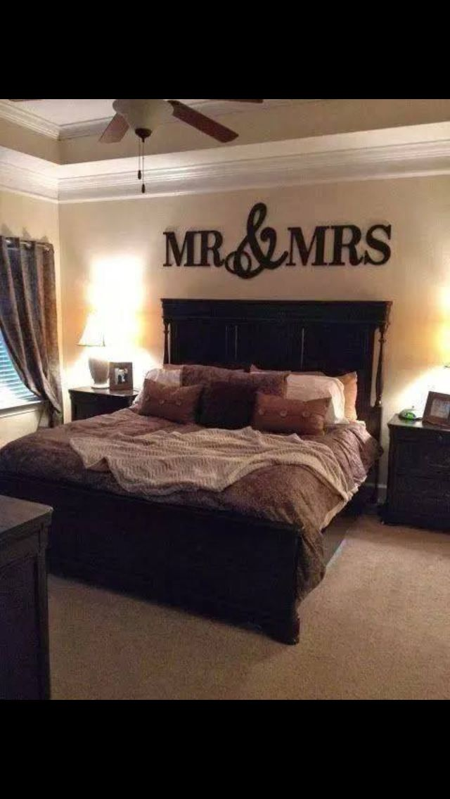 I likey the Mr.&Mrs. Over the bed