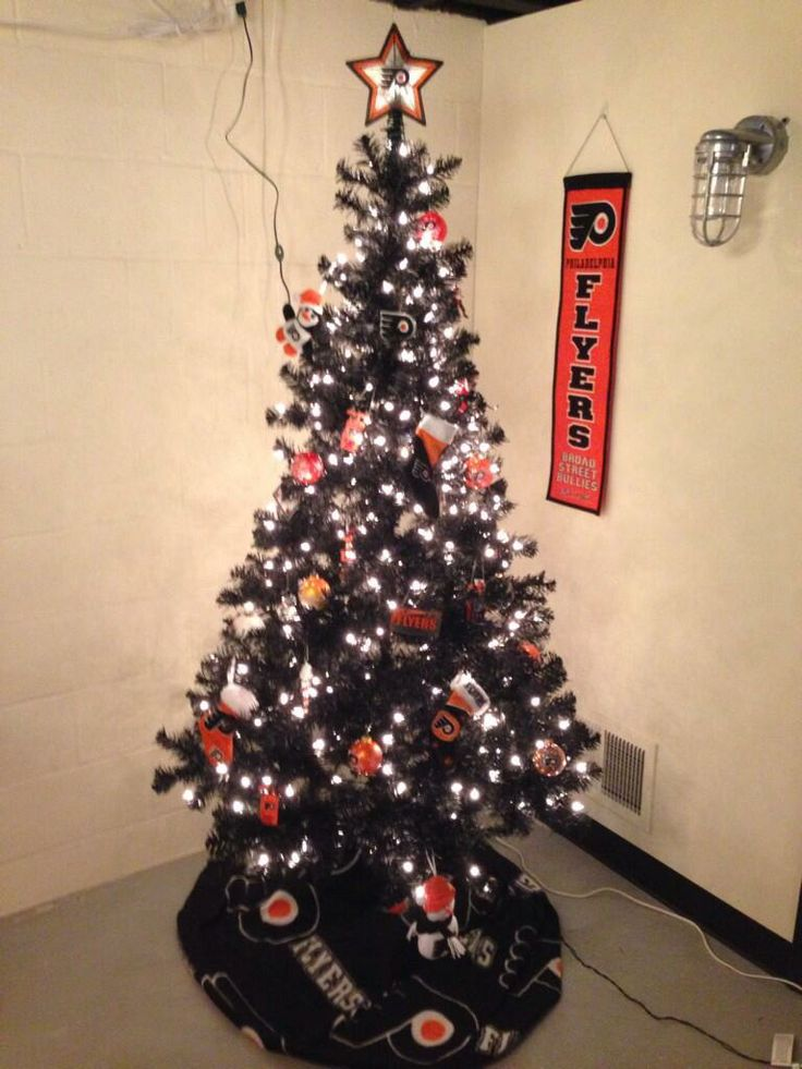 this is how twitter fan rob cawte davis decorates his philadelphia flyers tree