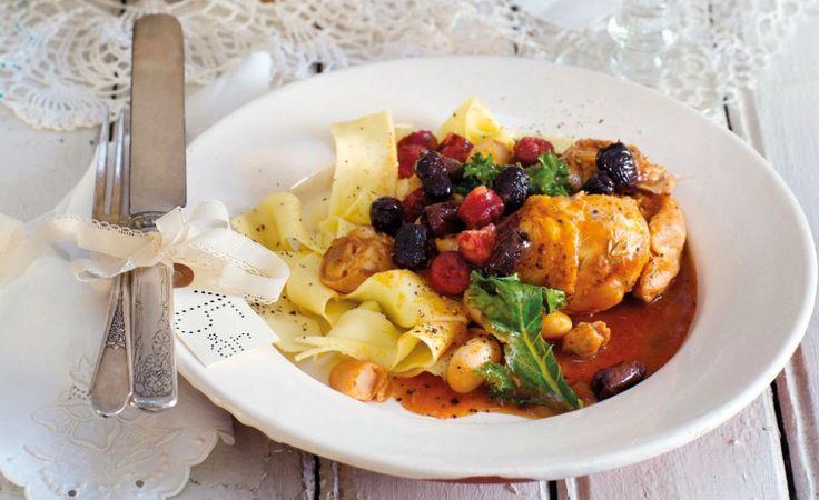 Godaste recepten till vinterkalaset med rustika grytor, bröd och en ljuvlig morotstårta med tranbär