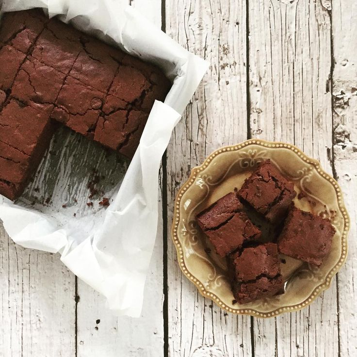 Onlangs verveelde ik me met mijn kinderen, dus hebben we een chocoladecake gebakken. Het idee was een brownie, maar het werd het tegenovergestelde, een hele luchtige verrassende cake. Ook leuk! In …