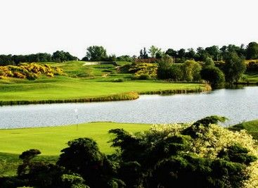 Le #Golf National : le golf de la Fédération Française de Golf : Le Golf National, situé à une trentaine de kilomètres de Paris, est l'équipement phare de la Fédération Française de Golf. Ce terrain, où l'Open de France se joue chaque année, a été choisi pour accueillir la Ryder Cup en 2018. Ouvert à tous les licenciés, il comporte 3 parcours et un espace dédié à l'entraînement.