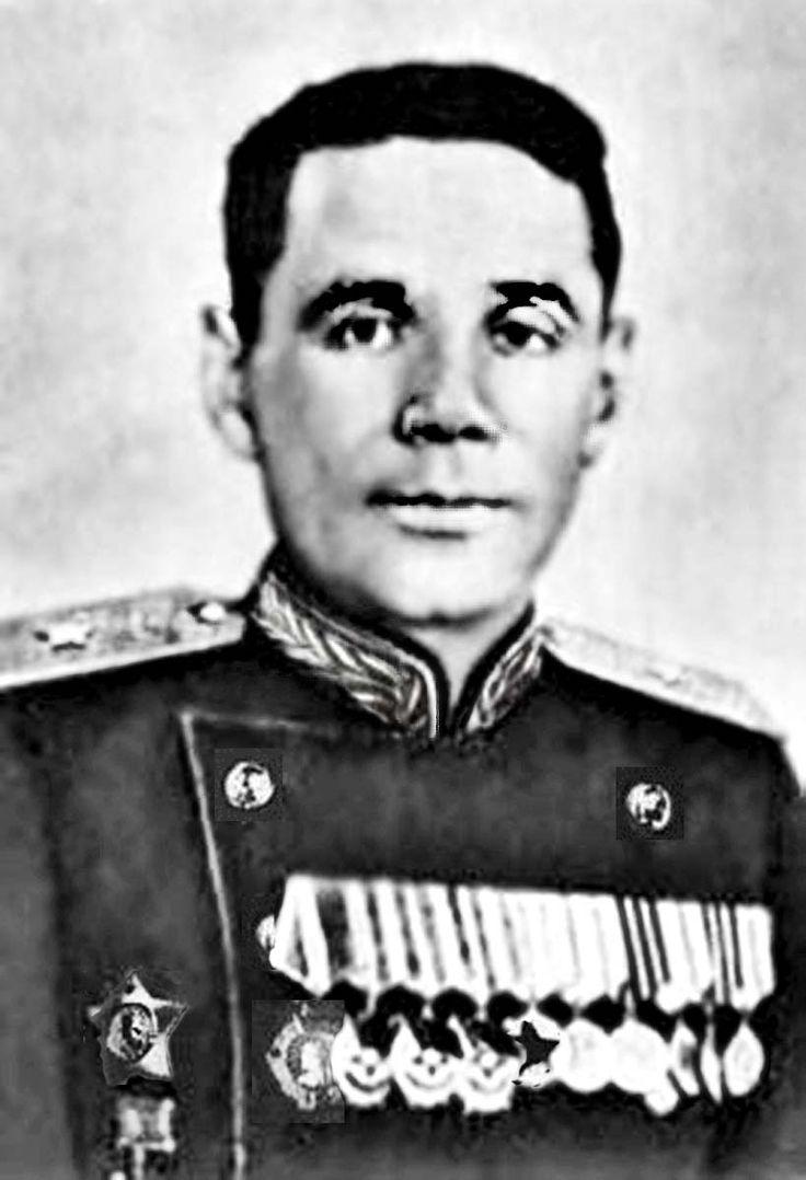 При проведении Торопецко-Холмской операции полковник А. К. Макарьев командовал 33-й Белорусской стрелковой  дивизией. В ходе наступления дивизия была развернута на Холм, где втянулась в ожесточенные бои. 10 марта 1942  года Александр Константинович снят с командования дивизией и переведен в распоряжение командующего 3-й Ударной  армией. За руководство боевыми действиями под Холмом Макарьев был представлен к ордену Красного Знамени.  Советские потери составили 35 000 человек убитыми и…
