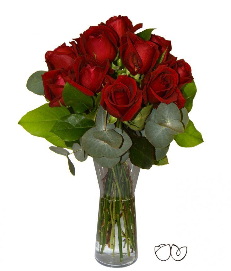 Amor Amor ♥ 12 rosas rojas son la mejor manera y más tradicional de demostrar tu amor a una persona especial. Julieta ha preparado este bonito bouquet para ti a un precio aún más especial. ¡No te lo pienses más!