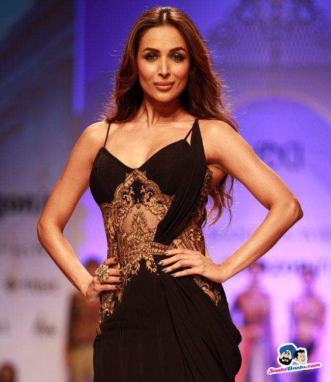 Malaika Arora Khan hot & Sexy Pose in Black dress