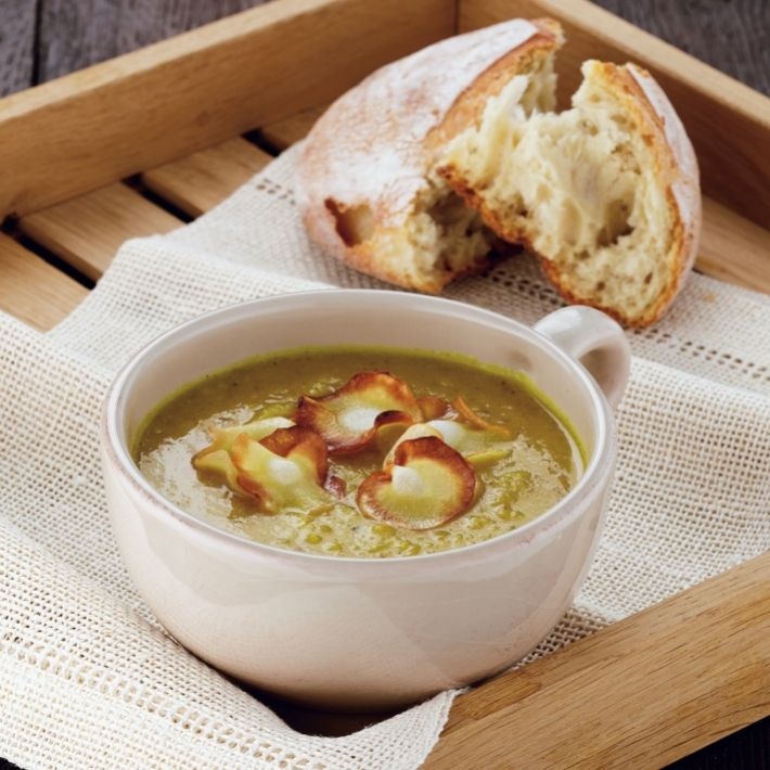 Soup curried parsnip and apple soup with parnsip crisps