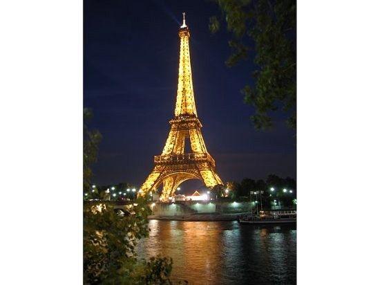 Nancy's Paris Flat blocks from Champs Elysees/Arc De Triomphe,  Bourse, FR | RentalHomes.com