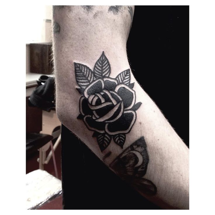 Black Rose done at @salonserpenttattoo