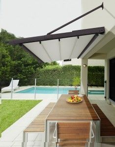 17 best ideas about retractable awning on pinterest for Toldos para patios exteriores
