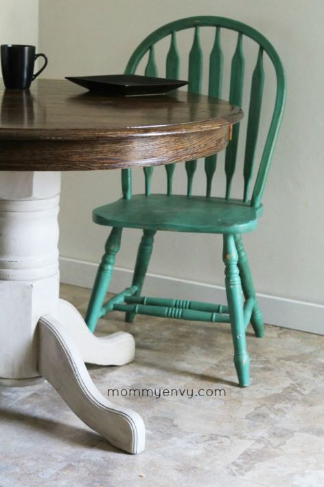 Round kitchen table makeover. Love the teal chairs as accents. Found out more on www.mommyenvy.com