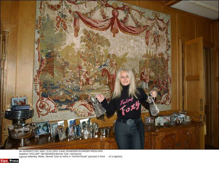 Bonnie Tyler (source: sipa.com)#bonnietyler #2000s #gaynorsullivan #gaynorhopkins #thequeenbonnietyler #therockingqueen #rockingqueen #music #rock