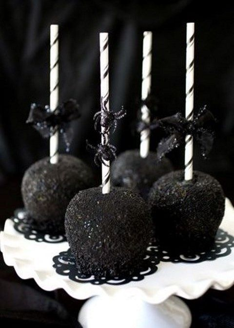 Black-as-Night Caramel Apples for your perfectly spooky Halloween Wedding…
