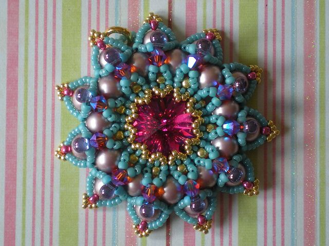 Love the colors in this one.: Beads Inspiration, Beads Tutorials, Beads Beads, Color, Beads Patterns, Beads Bezel, Photo Shared, Beads Pendants, Beads Rivoli