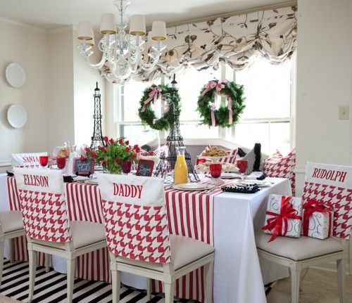 love the red & white stripes & the double wreaths