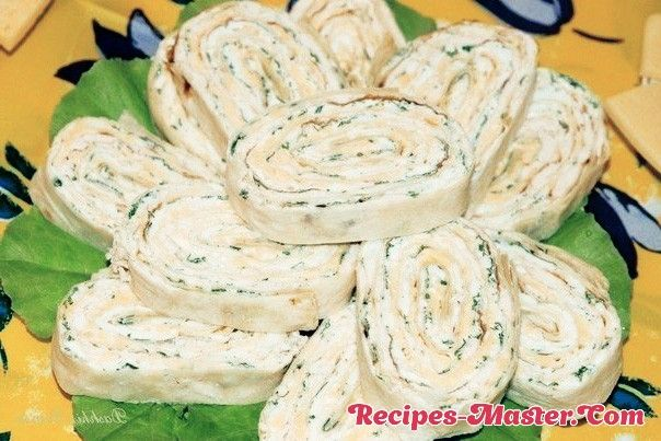 Roll of pita with chicken