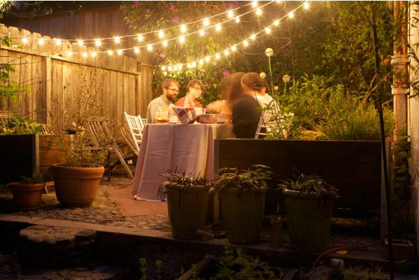 I want these lights in my garden! It's so cozy...guess I need to get a garden first!