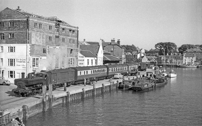 Weymouth (properly Melcombe Regis) and the boat train along the harbour. The Nothe is in the distance to the r/h