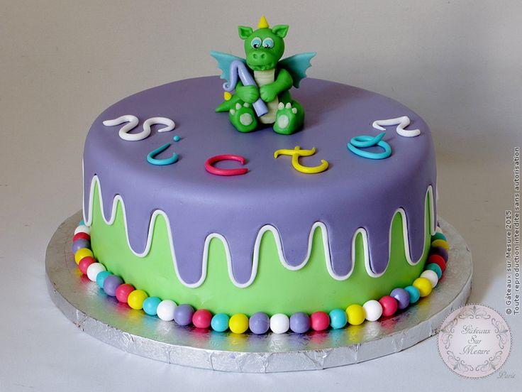 """Gâteau avec un petit  dragon (from <a href=""""http://www.gateauxsurmesure.com/picture.php?/163/categories"""">Gateaux sur Mesure Paris - Formations Cake Design, Ateliers pâte à sucre, Wedding Cakes, Gateaux d'Exposition</a>)"""