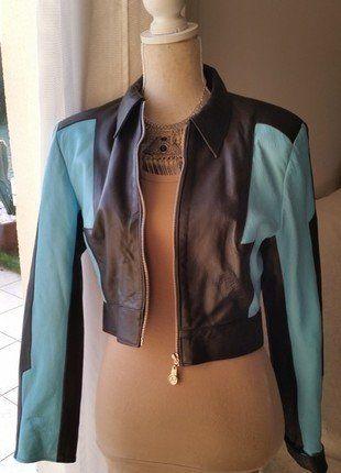 À vendre sur #vintedfrance ! http://www.vinted.fr/mode-femmes/vestes-en-cuir/26685432-perfecto-cuir-veritable-noir-et-bleu-turquoise