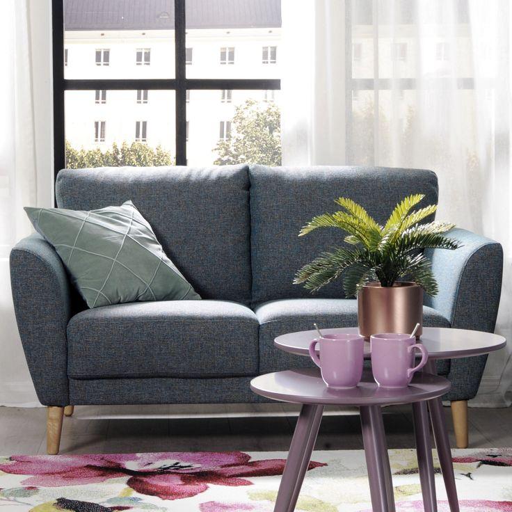 Sympaattinen pikkusohva kauniilla käsinojilla Malli: Aria  Verhoilu: Kangas, Noel Vaihtoehdot: 2- ja 3-istuttava sohva, nojatuoli Jälleenmyyjä: Sotka-myymälät  #pohjanmaan #pohjanmaankaluste #käsintehty