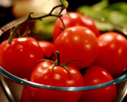 TomatoesGardens Ideas, Diy Gardens, Delicious Tomatoes, Gardens Central, Growing Tomatoes, Gardens Lust, Veggies Gardens, Gardens Growing, Growing Delicious