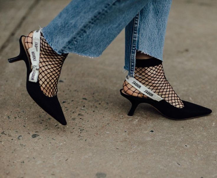 "726 Me gusta, 13 comentarios - Style Sight WorldWide (@stylesightworldwide) en Instagram: ""#newyorkfashionweek @dior shoes   @paigecampbelllinden @coveteur #streetfashion #streetstyle…"""