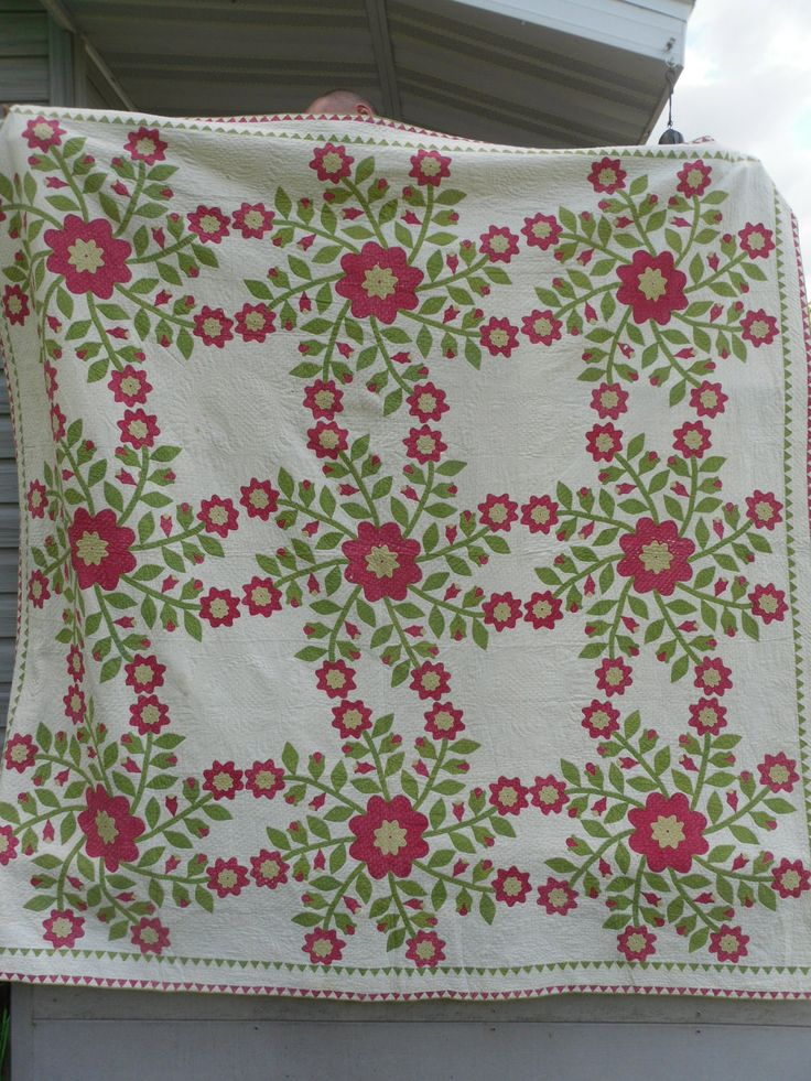 1800s Whig Rose, Teeny Double Sawtooth Border ~ EtsyDouble Sawtooth, Whigs Rose, Sawtooth Border, Antiques Quilt, Guest Bedrooms, Applique Quilt, 1800S Double, Antique Quilts, Rose Appliques