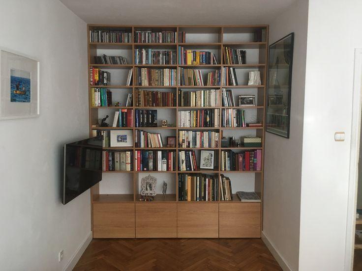 regał na książki wykonany z płyty meblowej, którego cechuje prostota i zachowanie symetrii  bookcase made of furniture board #regał #bookcase #bookshelf #zabudowa #bliblioteczka  #książka #książki #czytanie #book #books #meble #nawymiar #wood #dom #home #mieszkanie #design #decor #homesweethome #stolarz #warszawa #warsaw #poland