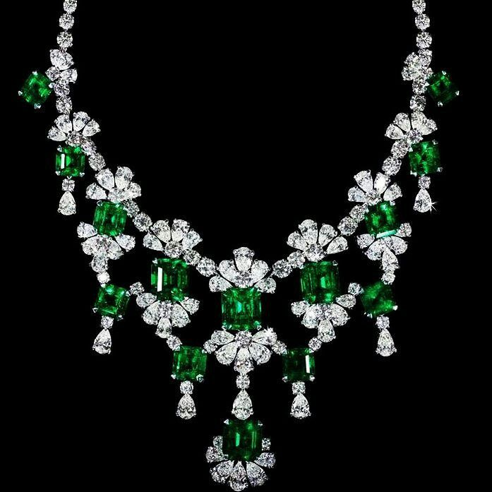 @thejewellcloset Stunning Diamond, canary Diamond & Emerald Necklace.
