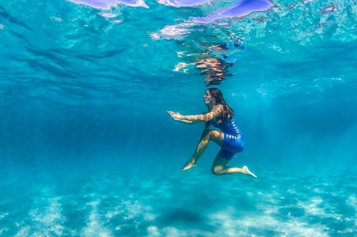 Are you ready to fight? Because she is  #vittoriogreggio #underwater #sardegna #lovetheocean #whatmakestheocean