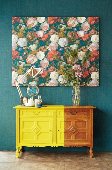 Masterpiece - En bombastisk kollektion inspirerad av de holländska renässansmålarna. Fylliga blommor på djupt mörka eller klassiskt krämfärgade bakgrunder, matcha med enfärgade i t ex mättade vinröda eller midnattsblå toner med guldstänk. MASTERPIECE Art.nr 358002 #intrade #masterpiece #colorama #coloramaangelholm #coloramahelsingborg