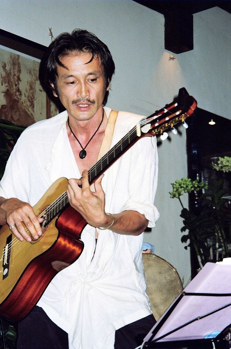 Japanese musician Turbomoon Saito performing at Barandi in Ubud, Bali, in 2006 when he was living on the island. #Bali #music #musik #TurbomoonSaito