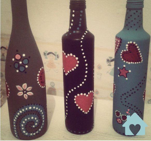 Garrafas recicladas são garrafas decoradas e cheias de cores...