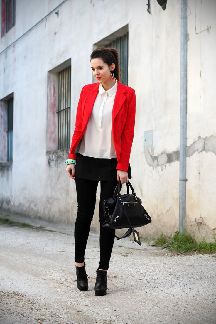 leggings push up a red blazer and balenciaga bag. A new outfit post!